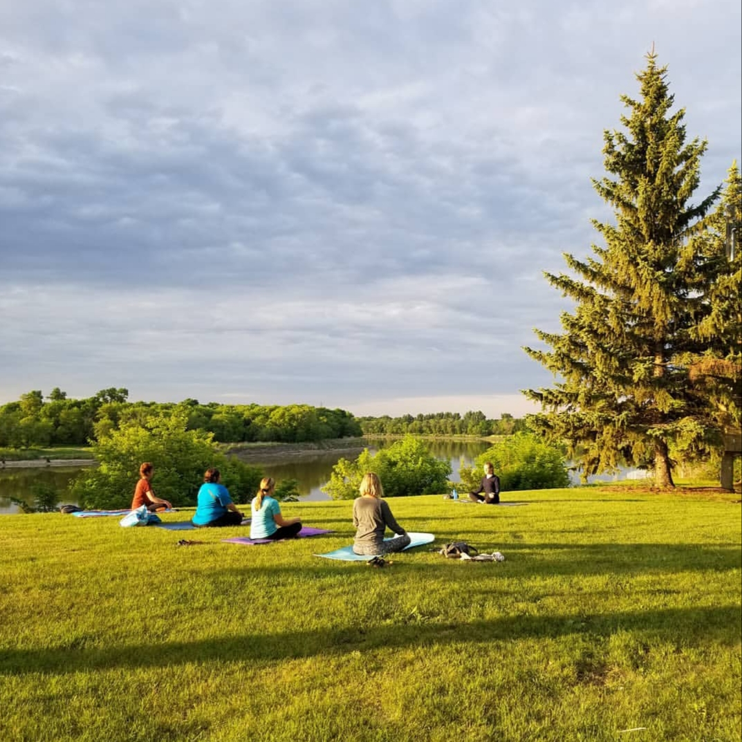 Yoga in the park Glow Fitness Selkirk